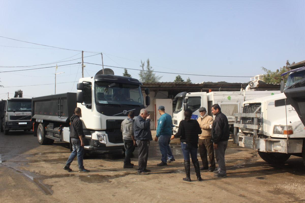 بلدية قلقيلية تستلم شاحنتين قلاب (فولفو)