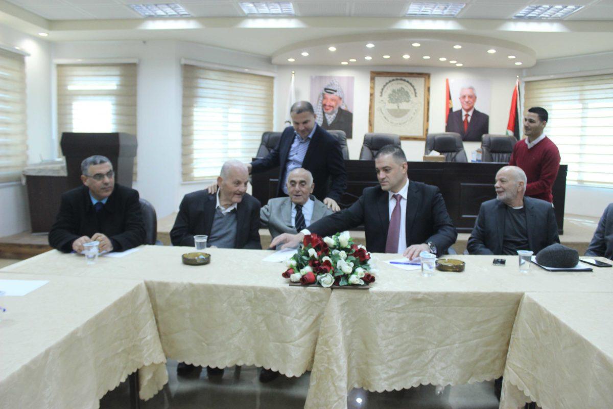 اجتماع في الغرفة التجارية نظمته المبادرة الفلسطينية لأنهاء الانقسام