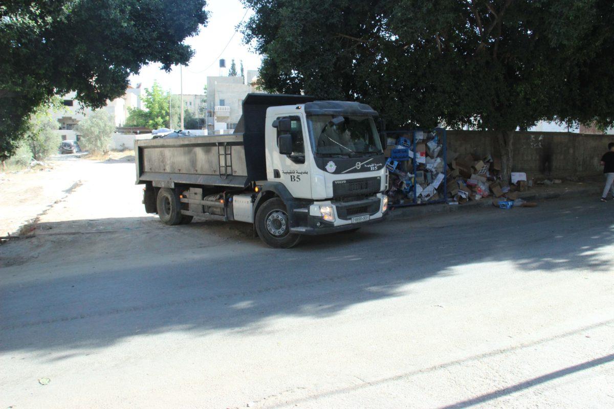 متابعة النظافة العامة في مواقع متفرقة من المدينة