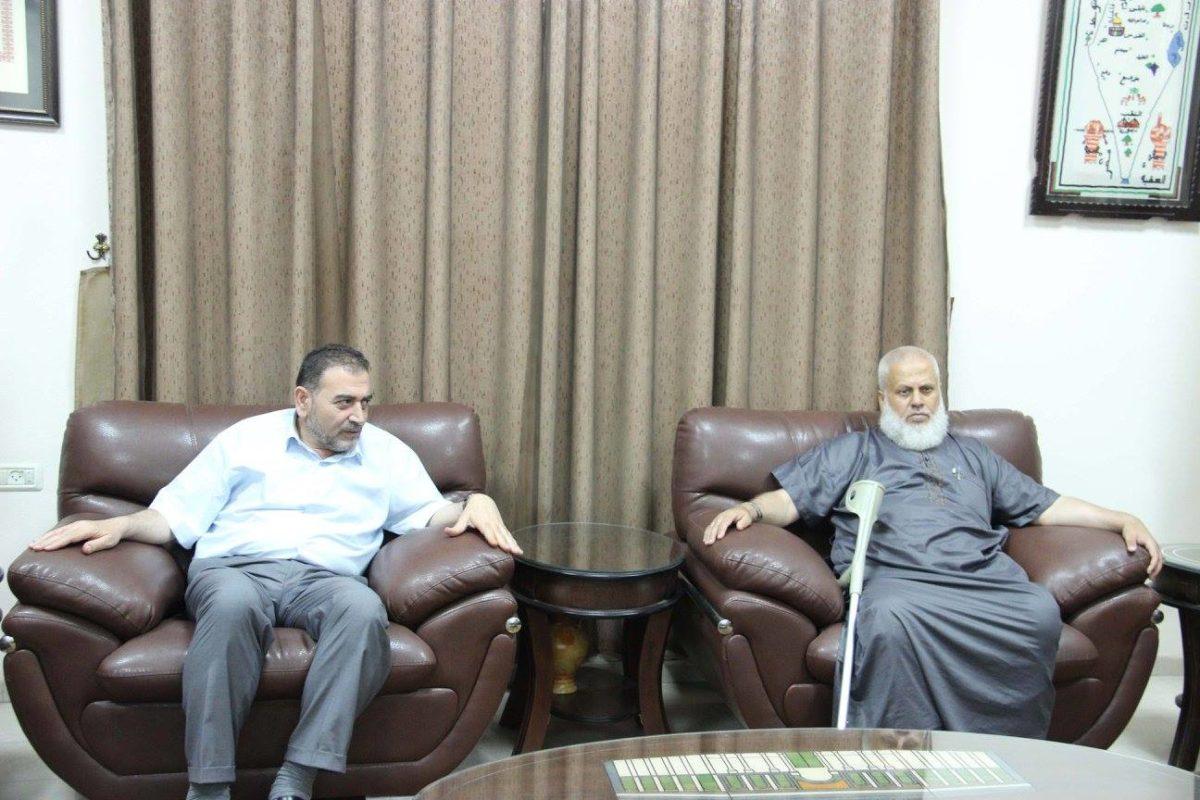 د. هاشم المصري يلتقي في مكتبه وفدا من النادي الاسلامي