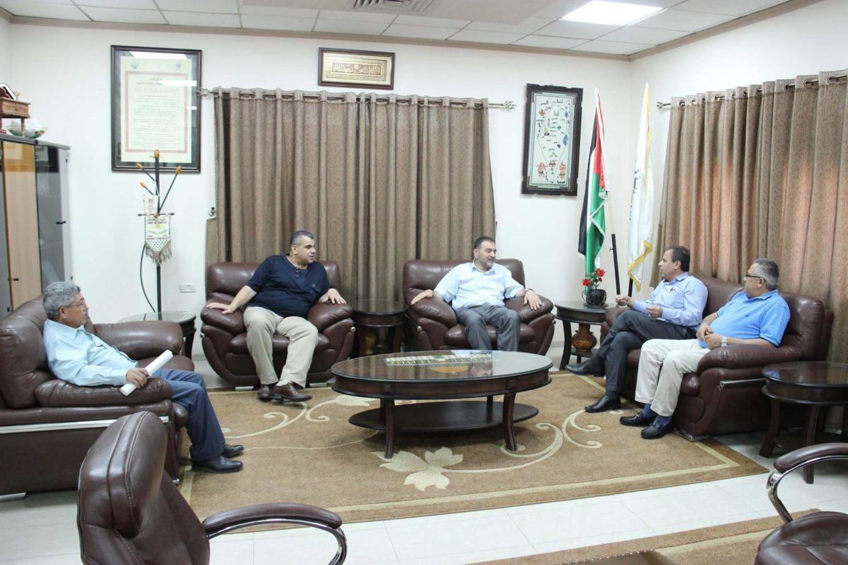 رئيس البلدية د. هاشم المصري يستبقل مدير مستشفى الدكتور درويش نزال الحكومي