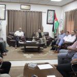 رئيس بلدية قلقيلية د. هاشم المصري يلتقي في مكتبه وفد من مديرية السير