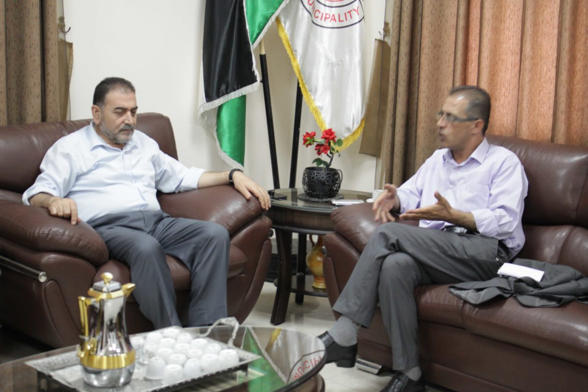 رئيس البلدية د. هاشم المصري يلتقيمدير مديرية التنمية الاجتماعية أ. ياسر مراعبة