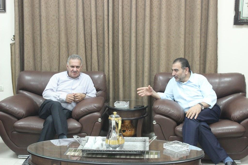 رئيس بلدية قلقيلية يلتقي في مكتبه امين سر حركة فتح في قلقيلية