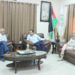 رئيس البلدية يلتقي في مكتبه مدير مديرية مواصلات قلقيلية
