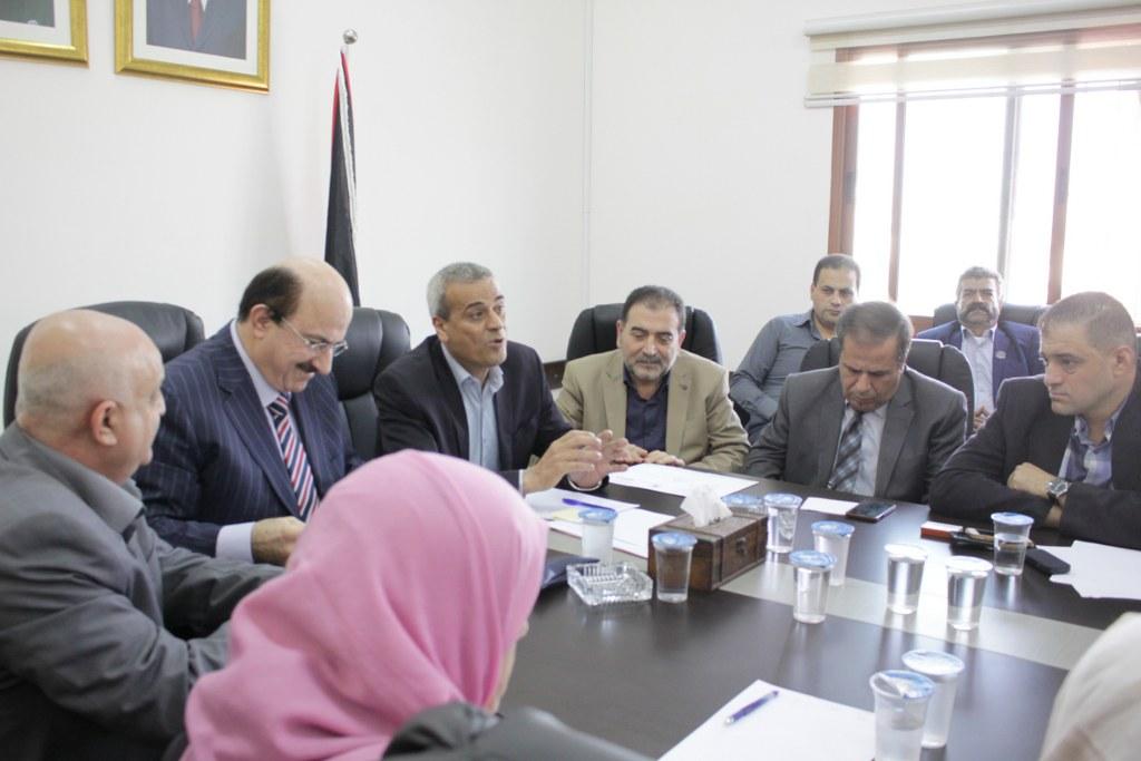 رئيس بلدية قلقيلية يشارك في الاجتماع في المحافظة لمناقشة احتياجات المحافظة من مشاريع تنموية ومشاريع بنى تحتية.