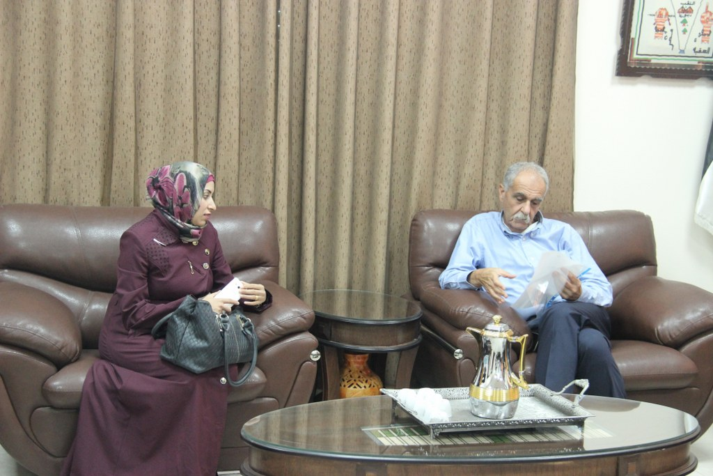 نائب رئيس بلدية قلقيلية د. باسم الهاشم يلتقي وفداً من طالبات مدرسة الشارقة