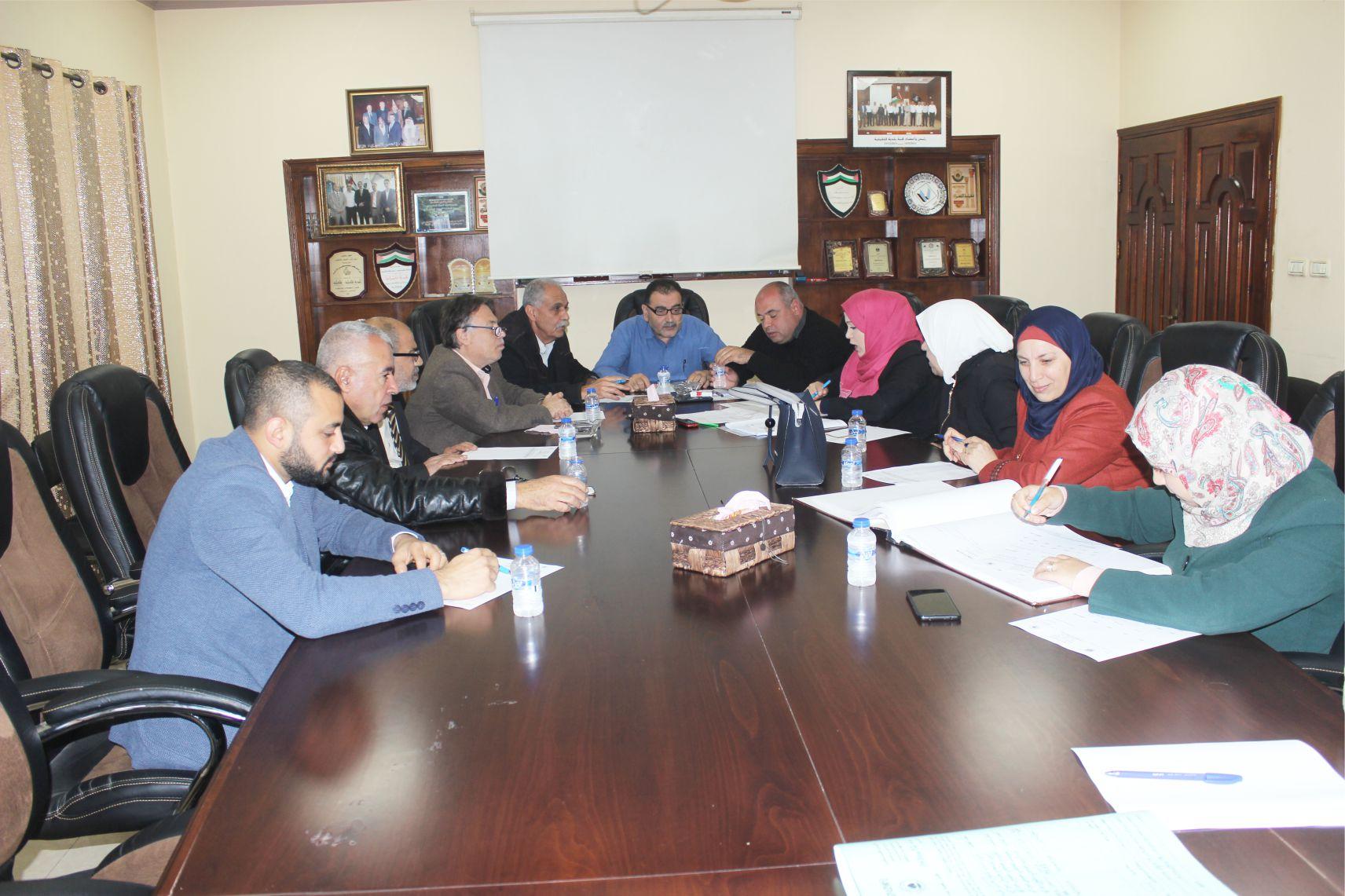 جلسة تنظيم والابنية في بلدية قلقيلية