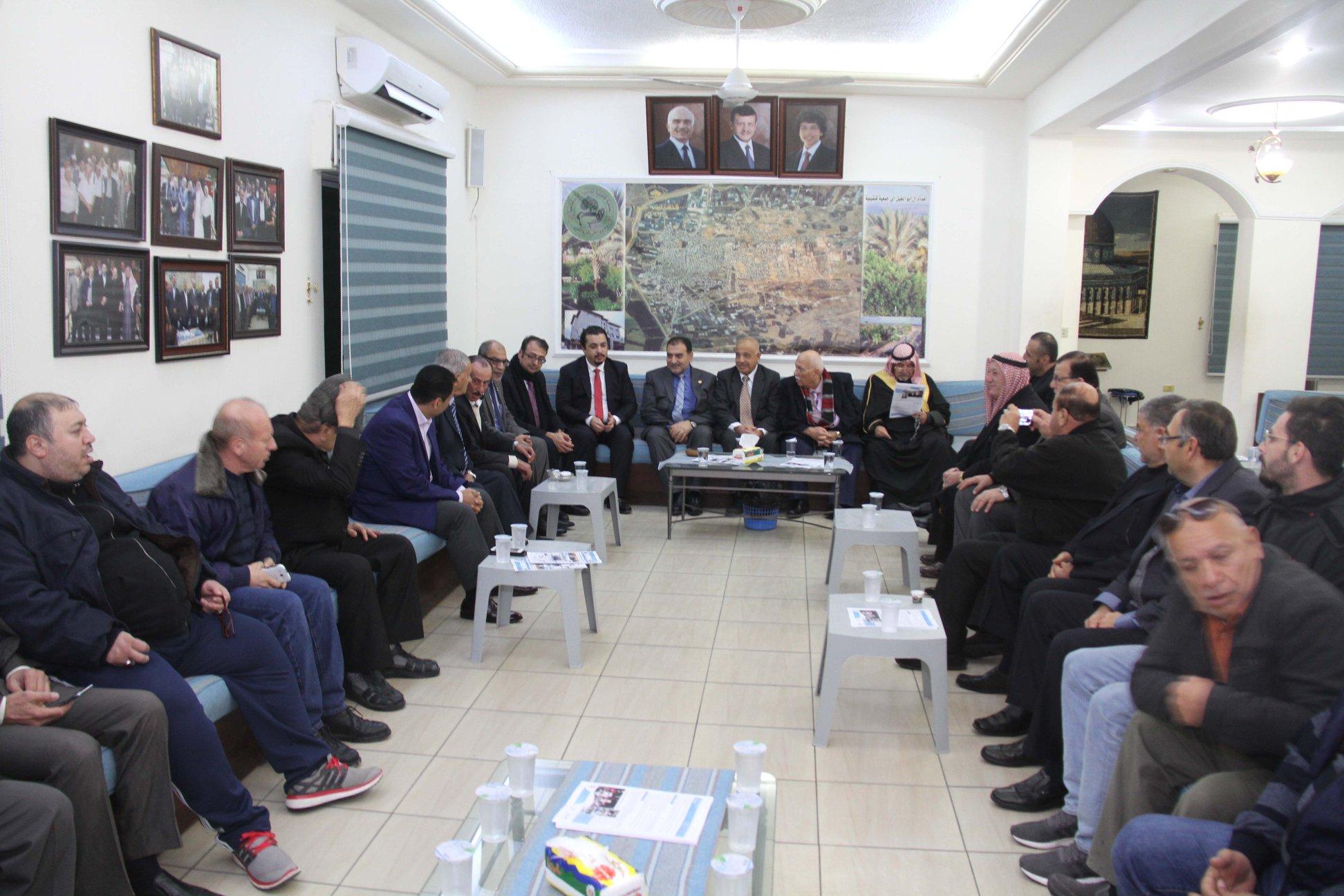 رئيس البلدية يلتقي باهالي قلقيلية في جمعية قلقيلية بالاردن