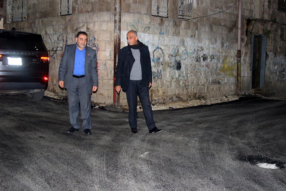 انارة شارع عبد الرحيم السبع وتعبيد حي زيد الشمالي