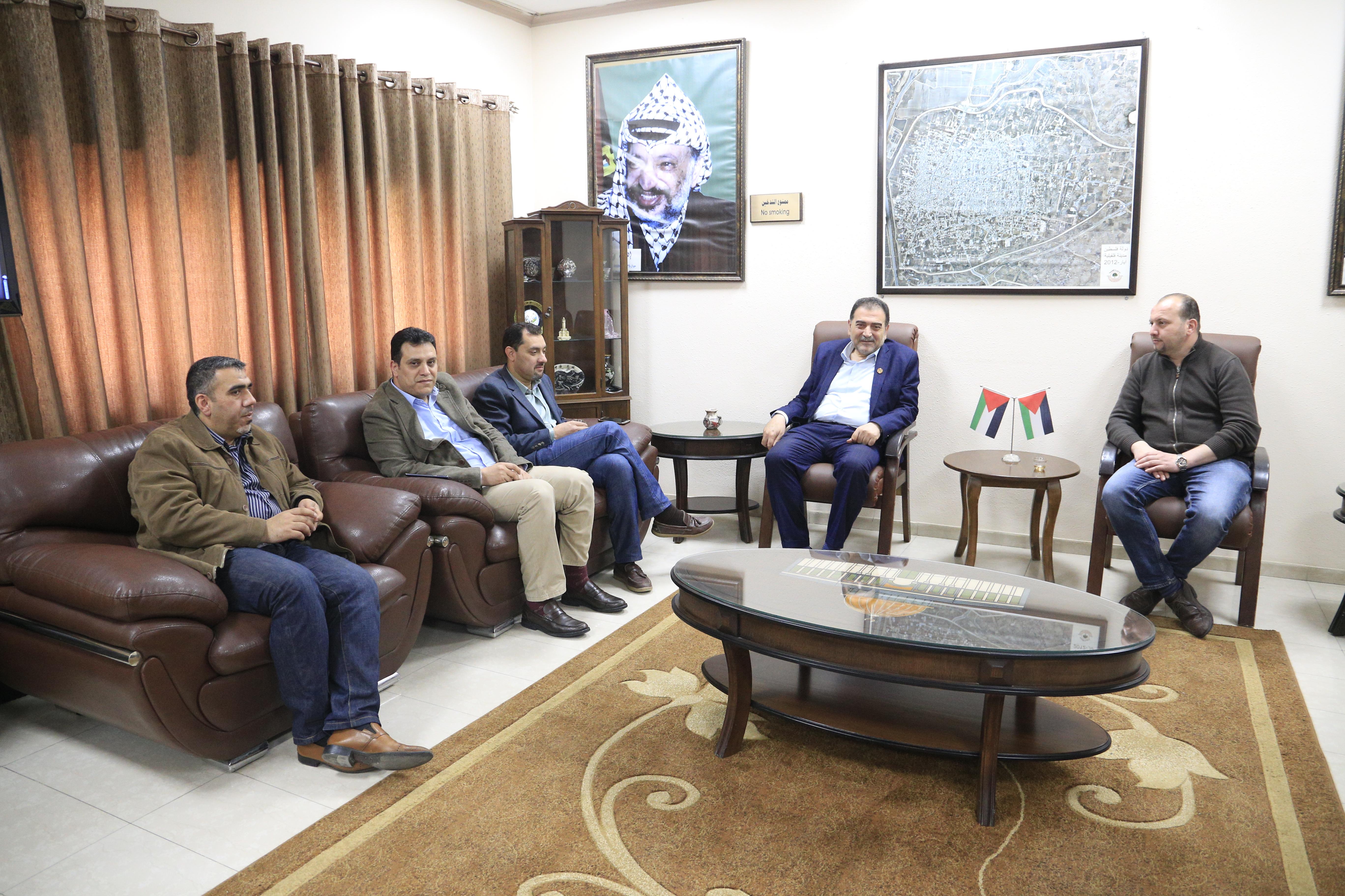 رئيس بلدية قلقيلية د. هاشم المصري يلتقي في مكتبه وفدا من شركة جوال