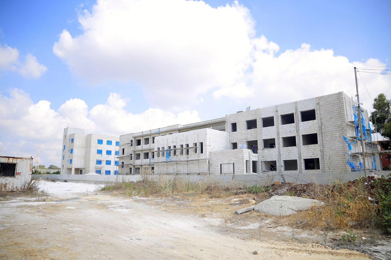 استمرار اعمال مشروع مدرسة القلب الكبير والسكن التابع لها
