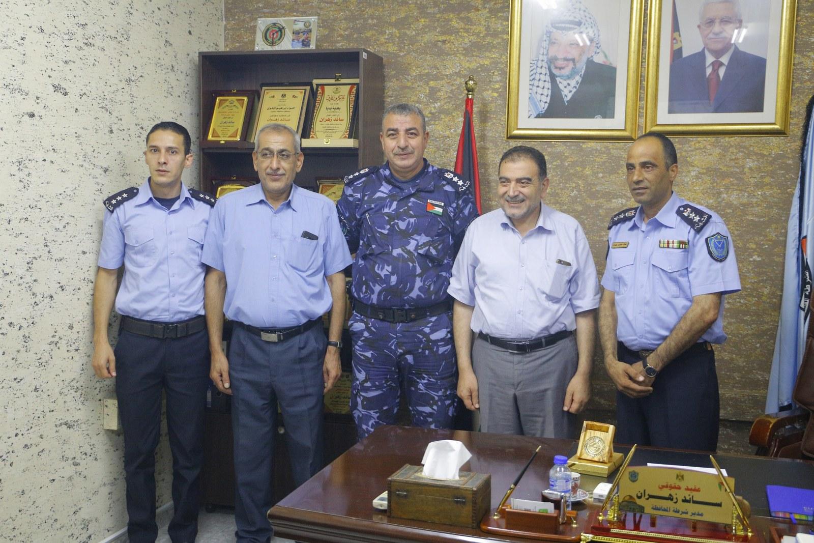 رئيس البلدية يهنئ مدير شرطة محافظة قلقيلية بمنصبه الجديد
