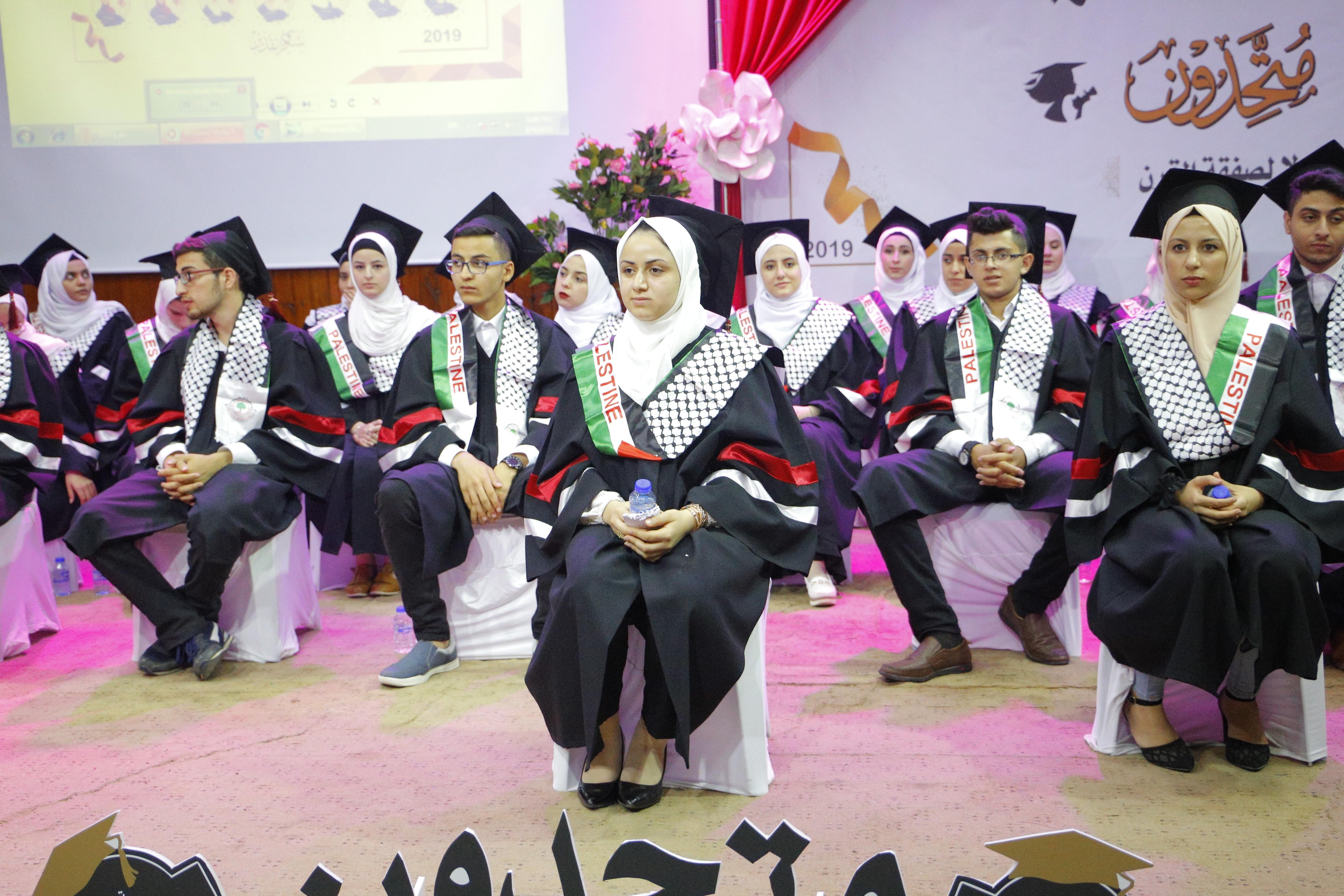 بلدية قلقيلية تكرم الطلبة أوائل الثانوية العامة