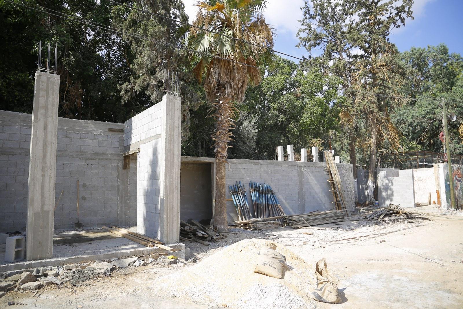 بلدية قلقيلية تواصل اعمالها في مشروع حديقة الطفل