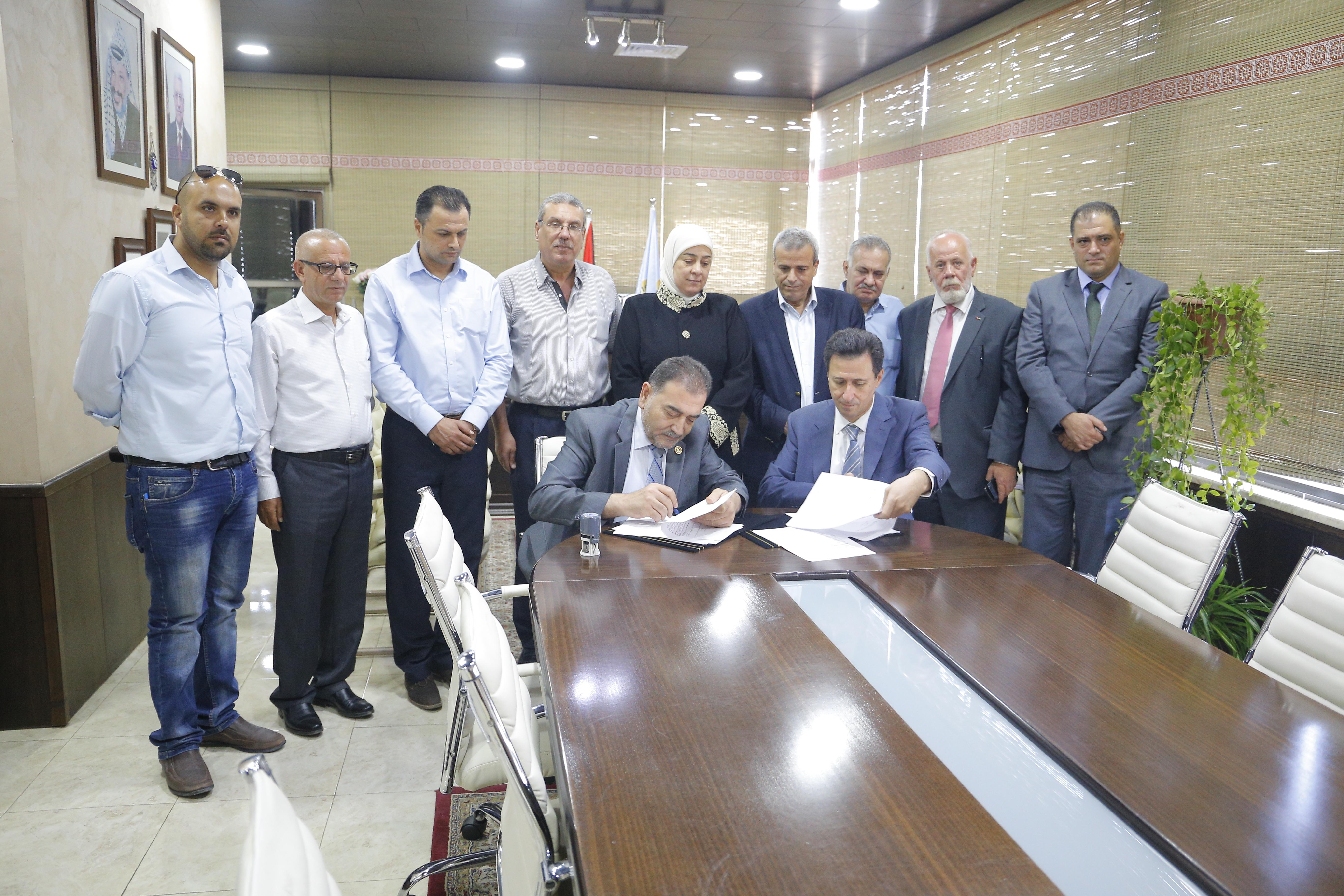 برعاية د.غنام توقيع اتفاقية لانشاء مدرسة في قلقيلية بتبرع من رجل الاعمال حماد الحرازين