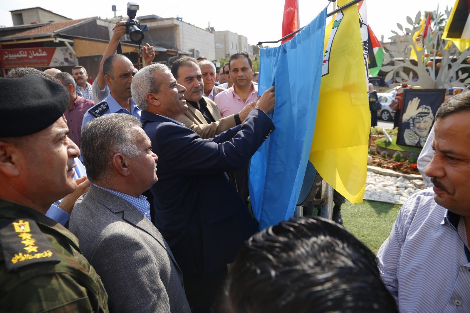بلدية قلقيلية تشارك في إطلاق فعاليات ذكرى استشهاد ياسر عرفات بافتتاح دوار الشهيد ياسر عرفات