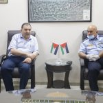 رئيس بلدية قلقيلية يستقبل وفدا من مركز الشرطة المتنقل.