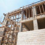 استمرار أعمال بناء مدرسة صبحة الحرازين في المنطقة الشرقية من المدينة