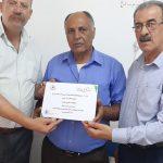 بلدية قلقيلية تكرم سائق تقديرا لأمانته