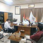 خلال لقاء رئيس البلدية والحديث عن أوضاع المدينة الاقتصادية