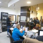 مركز خدمة الجمهور يستقبل المواطنين لتسديد الرسوم السنوية