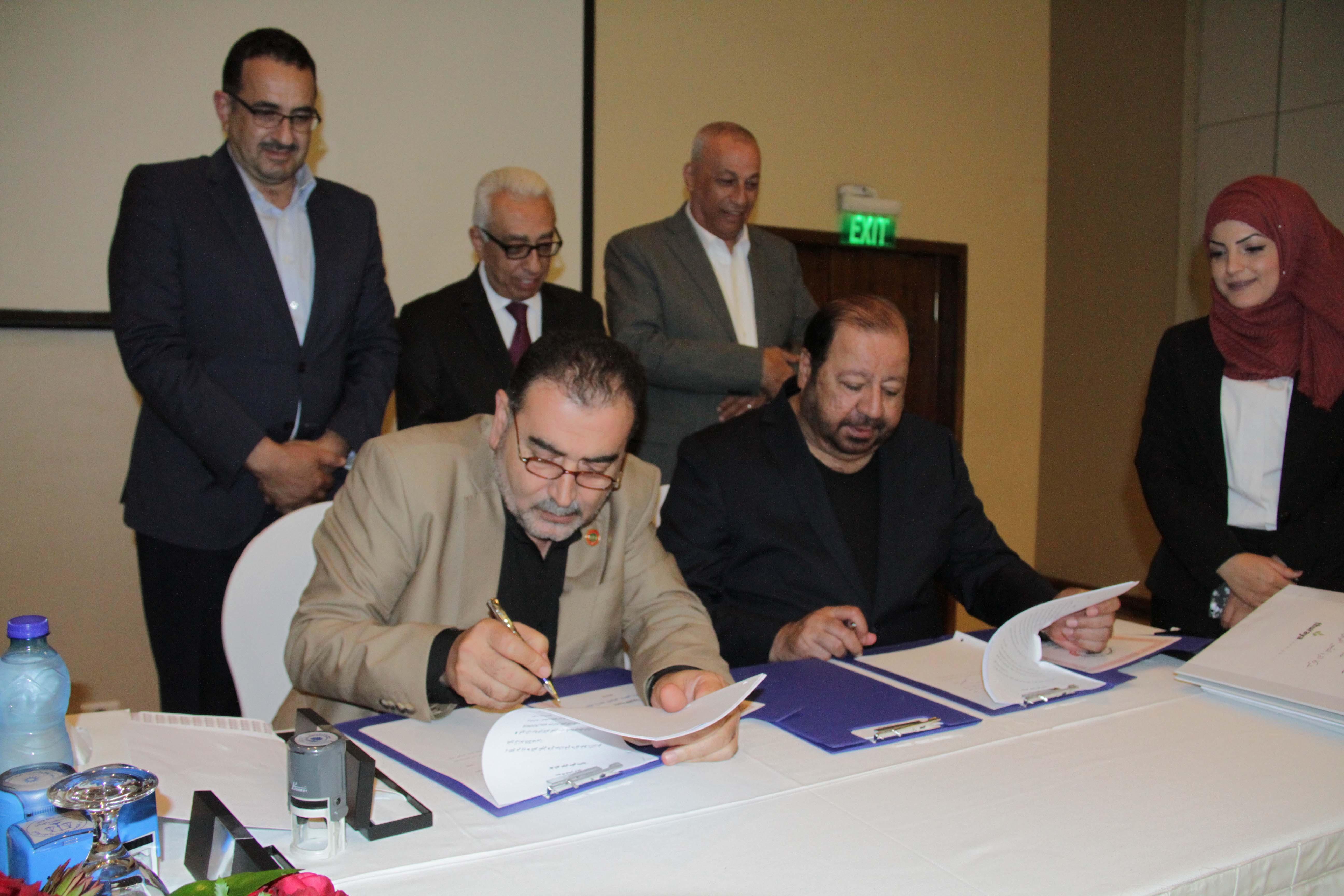 بلدية قلقيلية توقع اتفاقية انشاء محطة لتوليد الكهرباء من الطاقة.
