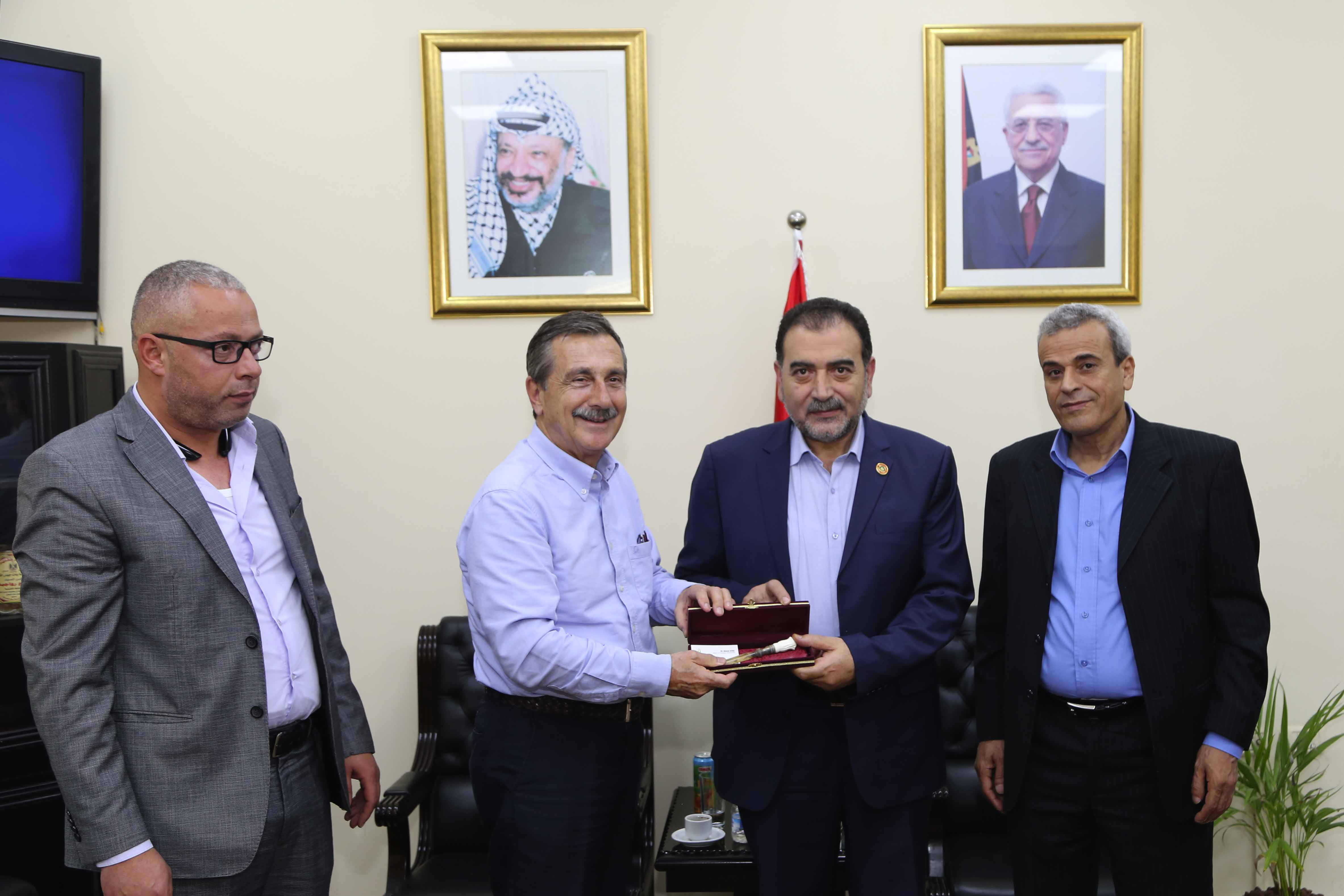 رئيس بلدية قلقيلية يشارك في لقاء وفد تركي في محافظة قلقيلية