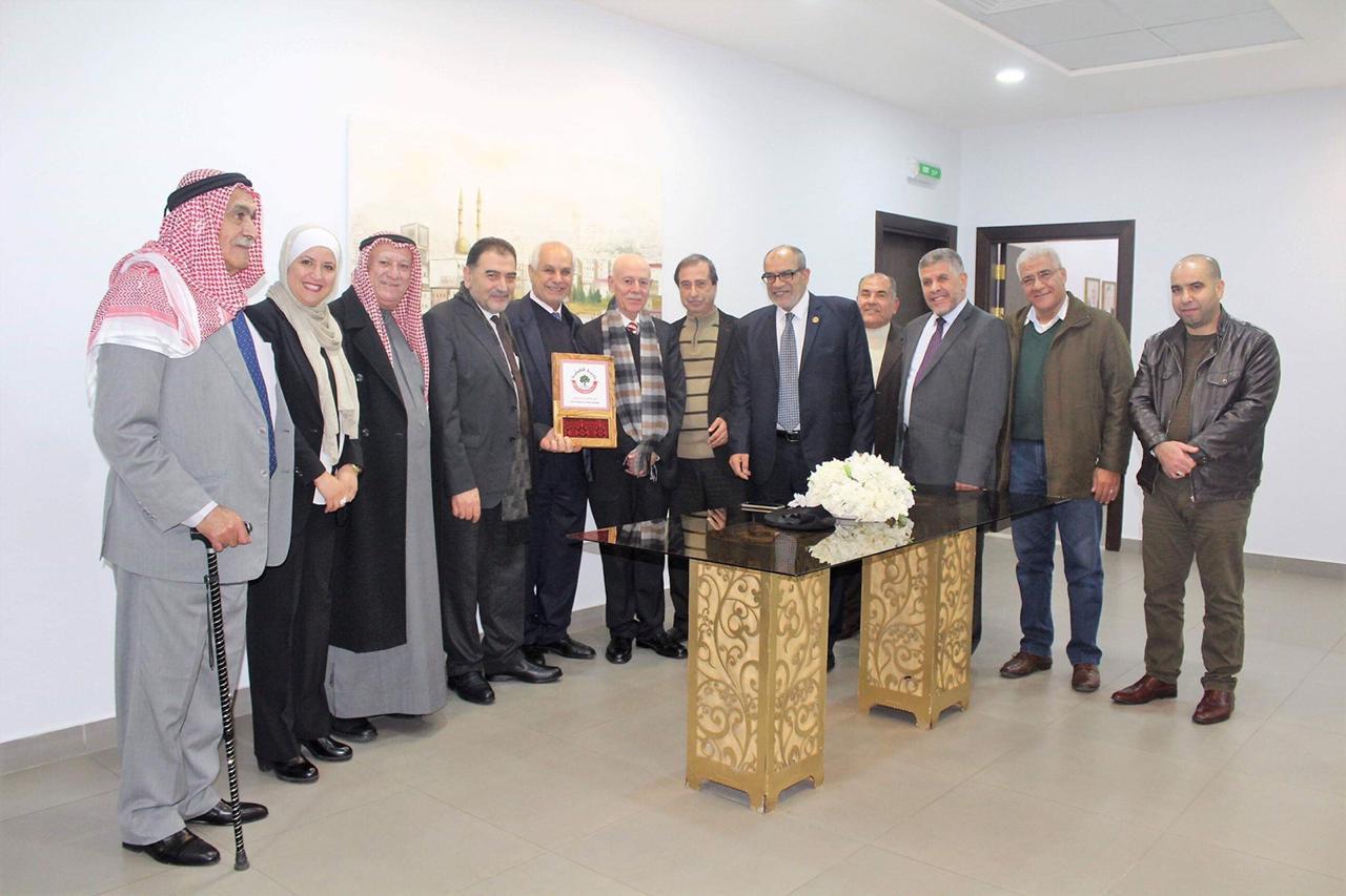 وفد بلدية قلقيلية يختتم زيارته بلقاء جماهيري في مجلس قلقيلية