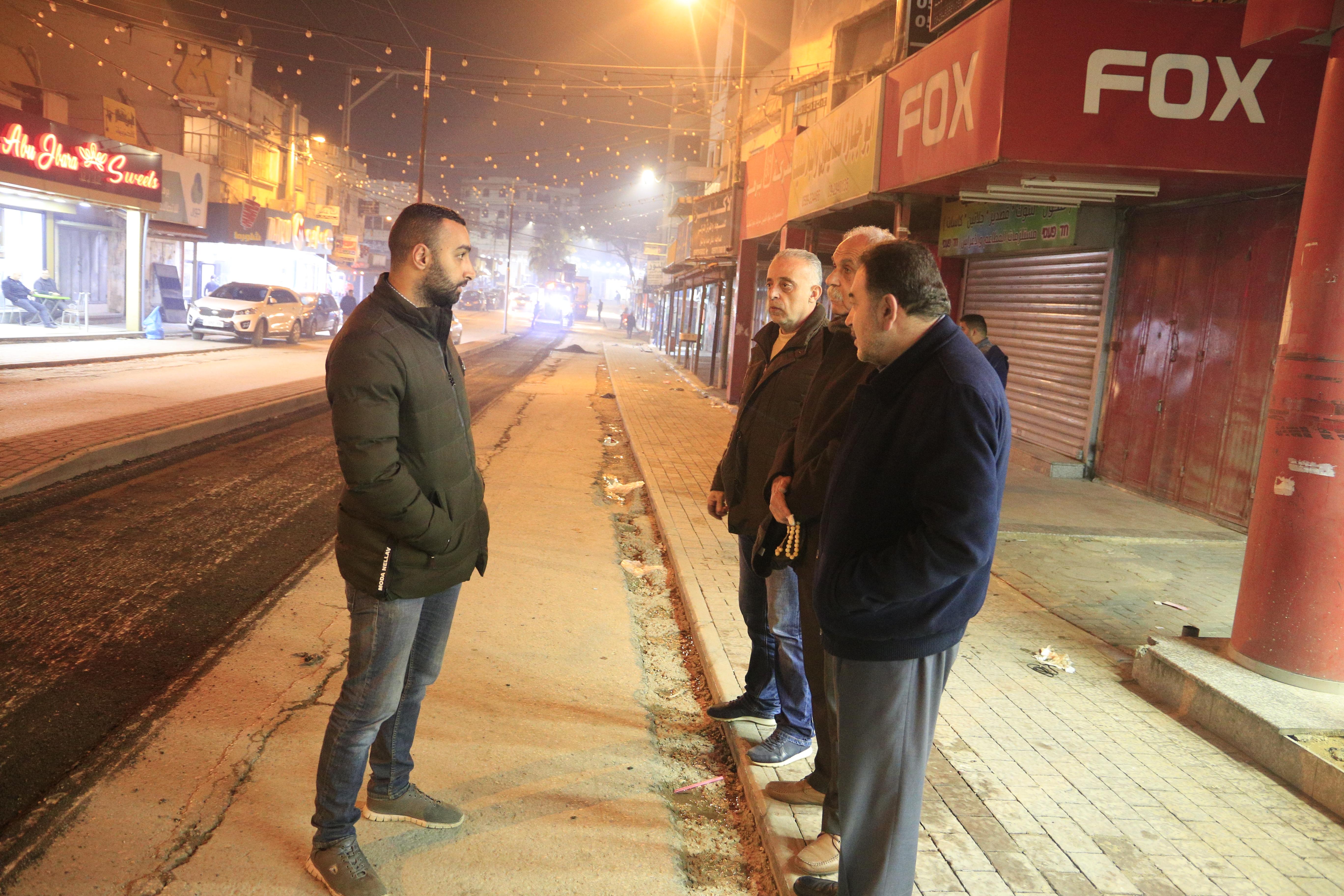 البلدية تقوم بأعمال قشط لشارع عبد الرحيم السبع ومنطقة دوار ابو علي اياد تمهيدا للتعبيد