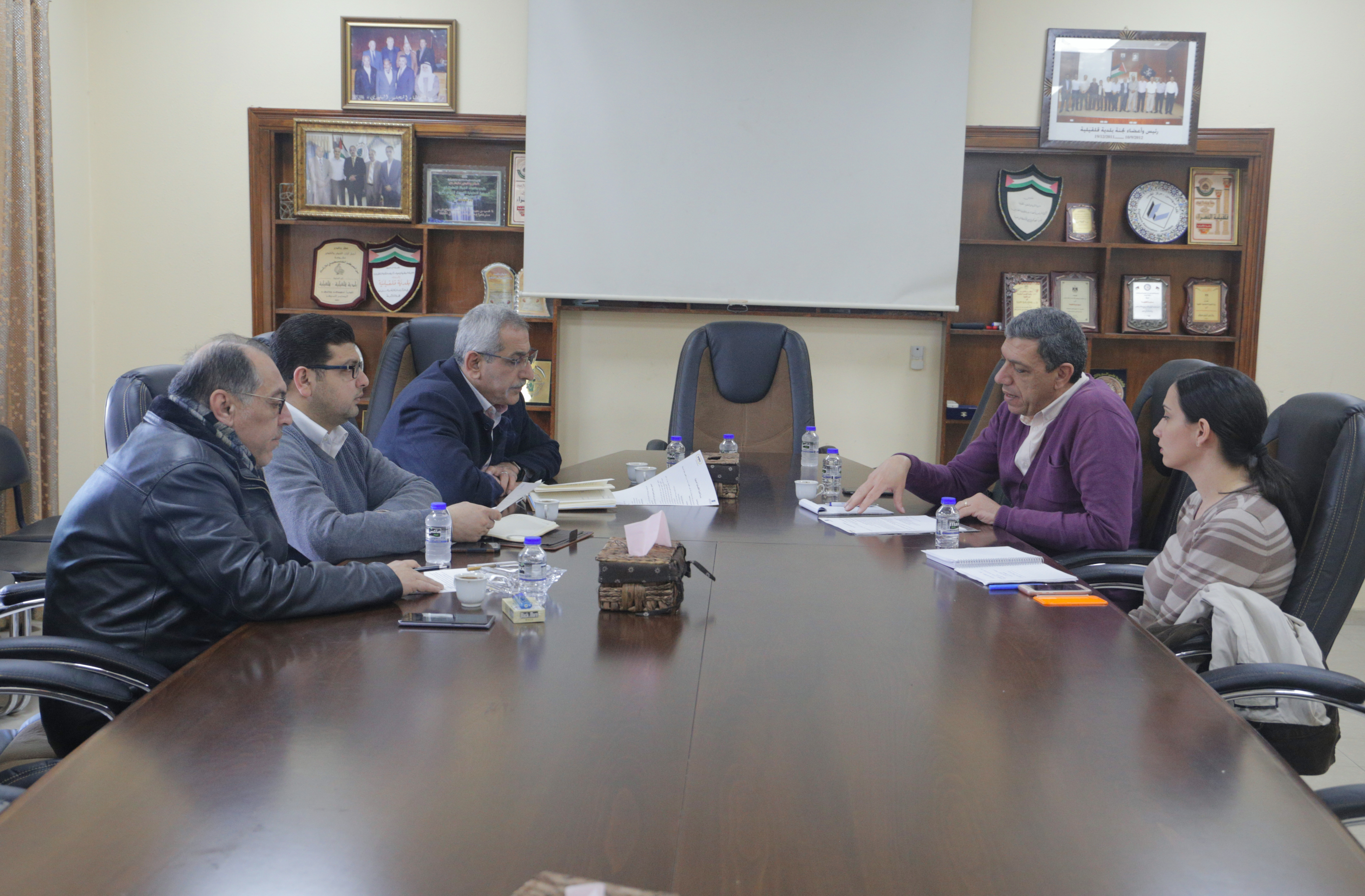 بلدية قلقيلية تلتقي صندوق وتطوير اقراض الهيئات المحلية يناقشون التنمية الاقتصادية