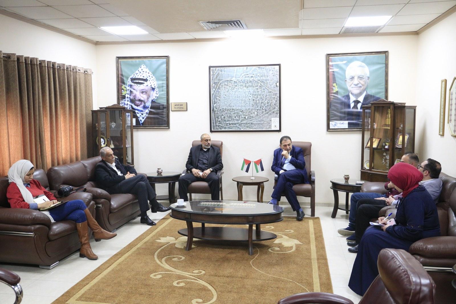 رئيس بلدية قلقيلية يستقبل وفدا من غرفة تجارة وصناعة محافظة قلقيلية