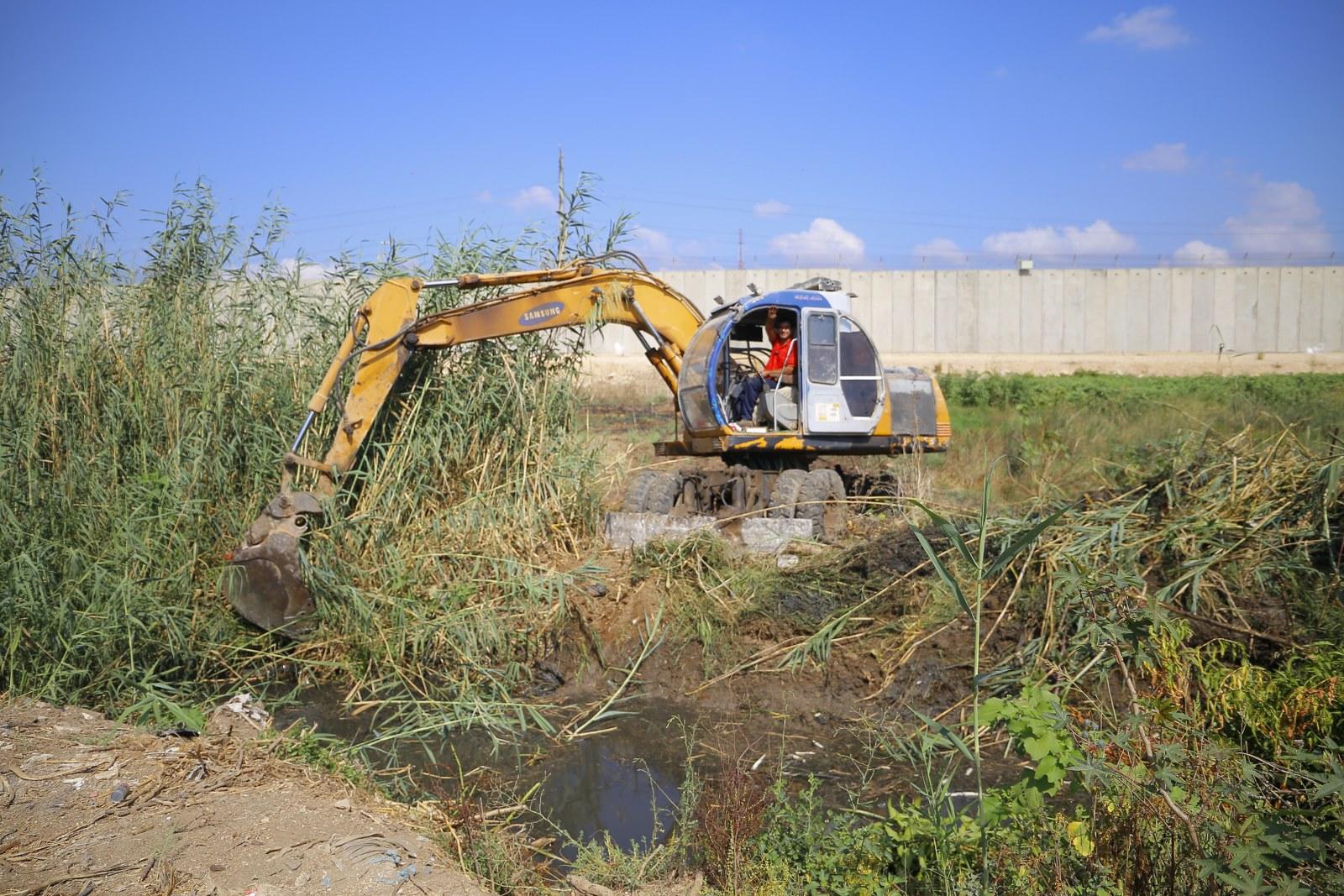 اعمال تنظيف قناة الواد الغربي