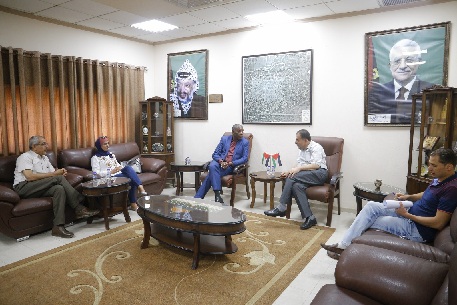 رئيس البلدية يلتقي منسق عام العمل التطوعي الفلسطيني رئيس الفريق الوطني للعمل التطوعي الفلسطيني في وزارة الحكم المحلي