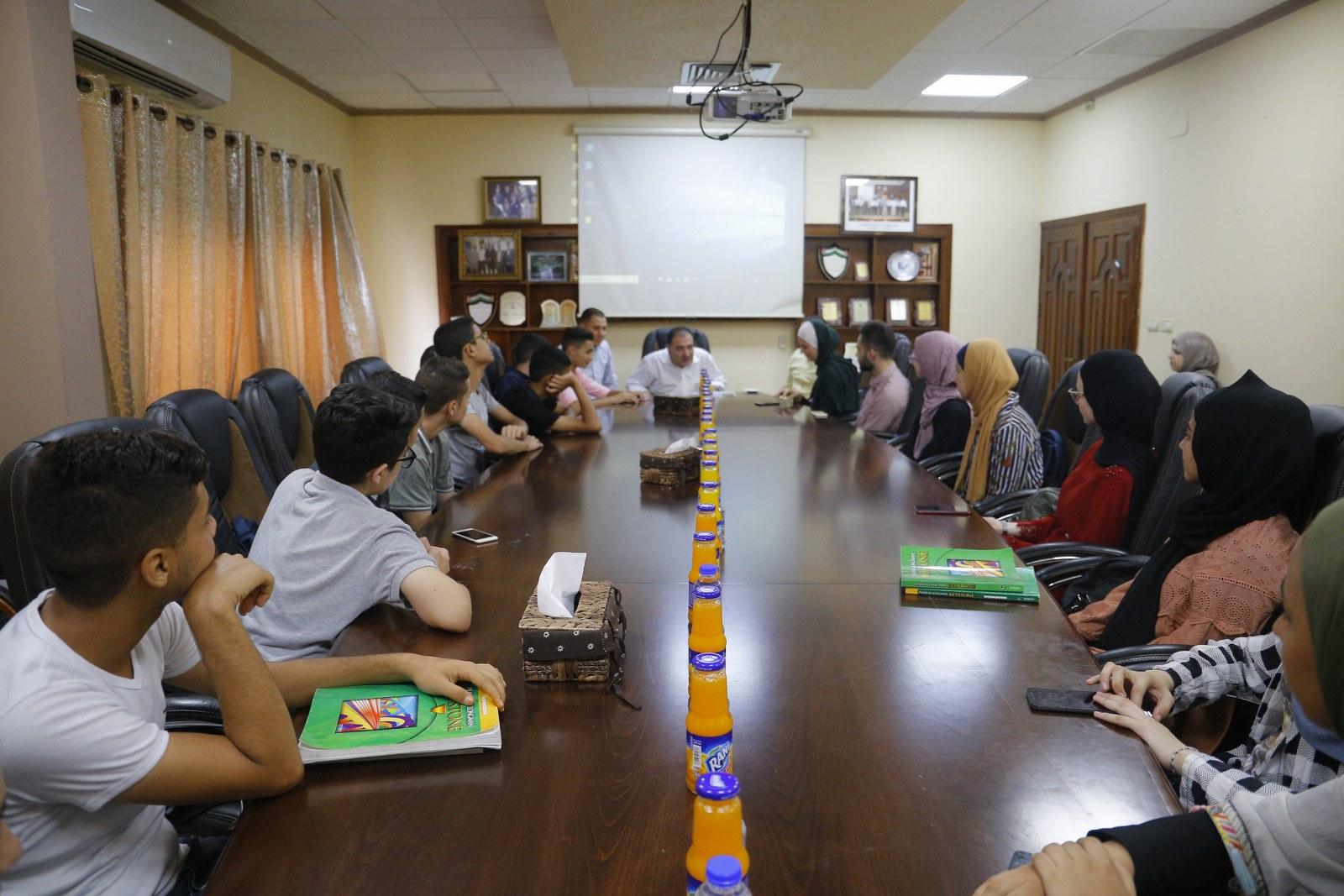 رئيس البلدية يستقبل وفدا من طلاب برنامج العمل التطوعي المجتمعي