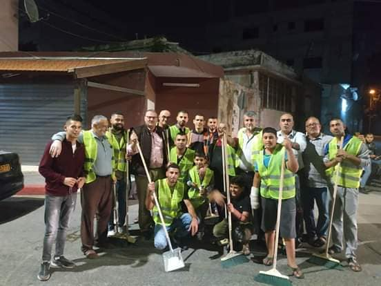 رئيس البلدية يثمن الحملة المجتمعية لتنظيف شوارع المدينة تضامنا مع عمال النظافة