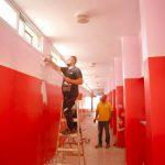 اعمال دهان في عدد من مدارس المدينة