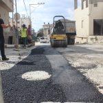 بلدية قلقيلية تقوم بتعبيد مقاطع في حي كفر سابا