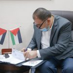 توقيع اتفاقية تنفيذ مشروع تأهيل طرق داخلية في المدينة.