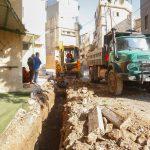 استمرار اعمال مشروع تأهيل وتعبيد طرق داخلية في المدينة.